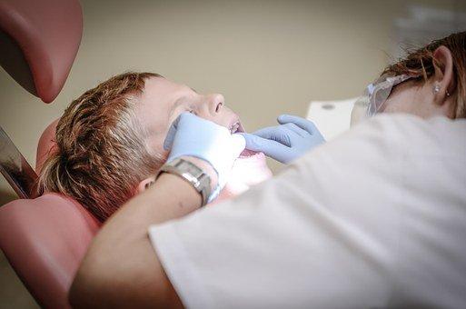 dentist-428646__340 (1)